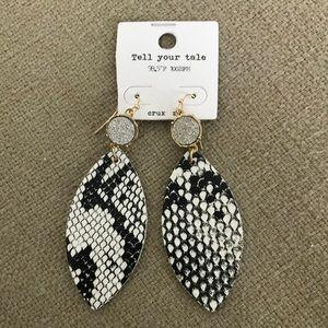 Black and White Snake Embossed Sparkle Earring New